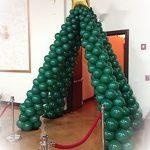 χριστουγεννιάτικο δέντρο από μπαλόνια (2)