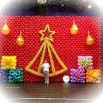 χριστουγεννιάτικο δέντρο από μπαλόνια (3)