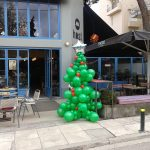 χριστουγεννιάτικο δέντρο από μπαλόνια (5)