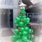χριστουγεννιάτικο δέντρο από μπαλόνια (6)