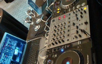 DJ / disc jockey